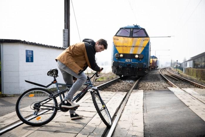 Dramatische afloop spoorlopen in 'Thuis' is startschot van campagne: spoorlopen? Tienduizend euro boete