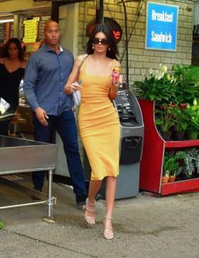 Maakt Kendall Jenner hier stiekem reclame voor frisdrank?