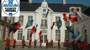 Alkuonewint met vlag en wimpel verkiezing van Plezantste Vereniging