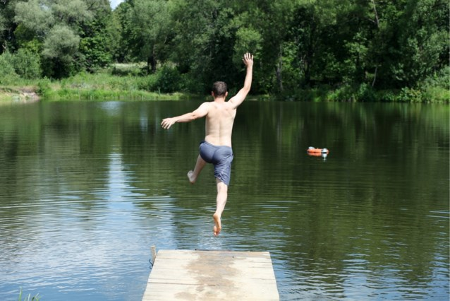 """Een verfrissende duik in de rivier of vijver de komende dagen? Geen goed idee: """"Te gevaarlijk, doe het niet"""""""