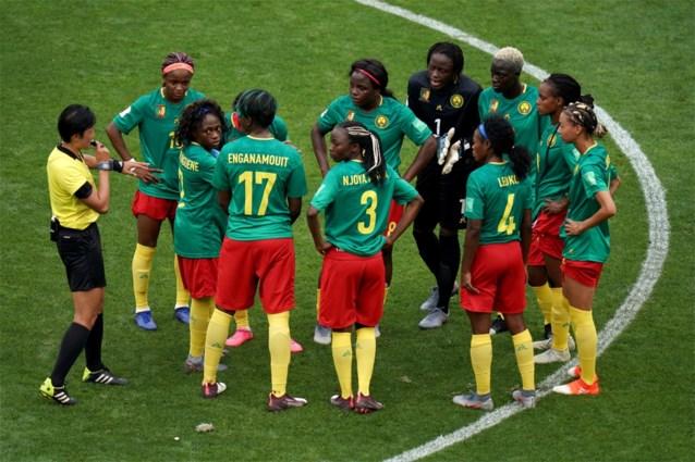 Achtste finale WK vrouwenvoetbal loopt helemaal uit de hand: Kameroen weigert verder te spelen, FIFA start onderzoek