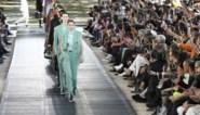 Kris Van Assche strikt Gigi Hadid om modeshow af te sluiten
