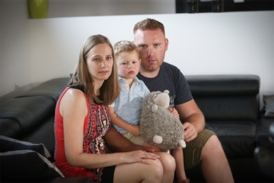 """Karolien (35) en Kenny (32) braken zwangerschap af omdat zoontje ongeneeslijk ziek was: """"Maar Jules is voor altijd deel van ons gezin"""""""