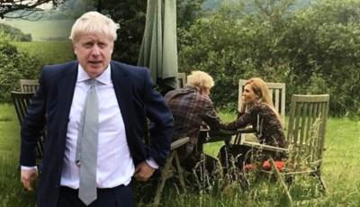 Hoe deze romantische foto, met zijn eigen vriendin dan nog, Boris Johnson nog meer in de problemen brengt