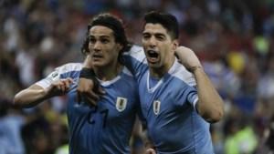 """Suarez maakt zich belachelijk met claim voor handsbal van doelman, Cavani pakt revanche voor """"poep-incident"""""""