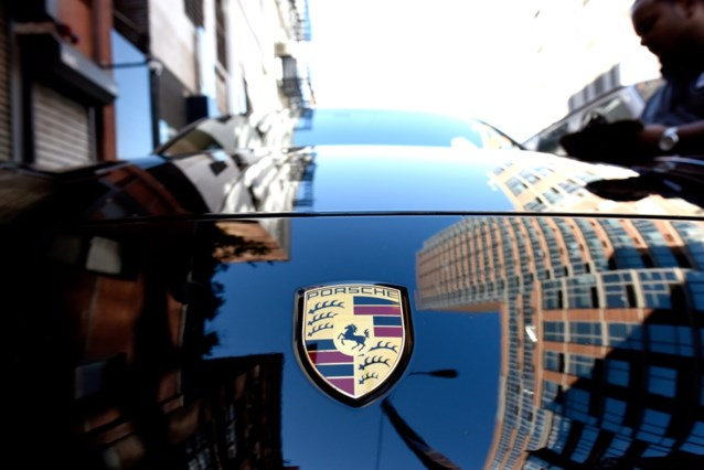 Porsche roept wereldwijd 337.000 wagens terug wegens wegrolgevaar