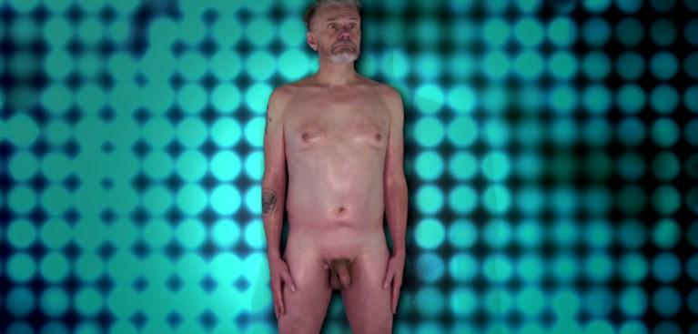 """Marcel Vanthilt (61) trekt al z'n kleren uit en wordt gekeurd: """"Niet slecht, voor een hetero"""""""