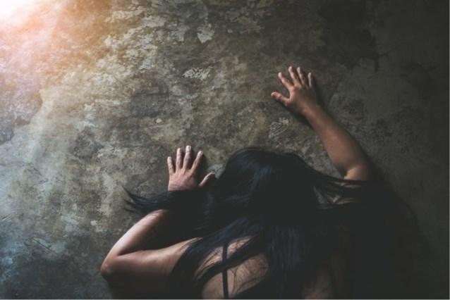 """18-jarige Duitse studente door minstens elf mannen verkracht, """"ze bood geen weerstand"""""""