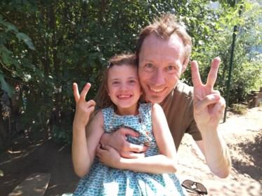 """Ouders gaan in tegen trend om enkel goede resultaten online te delen: """"Ja, mijn dochter moet dubbelen. En dat is goed zo"""""""