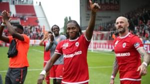 """Dieumerci Mbokani (33) reageert voor het eerst op zijn verrassende contractverlenging: """"Mijn besluit stond nochtans vast: ik wilde weer naar het buitenland"""""""