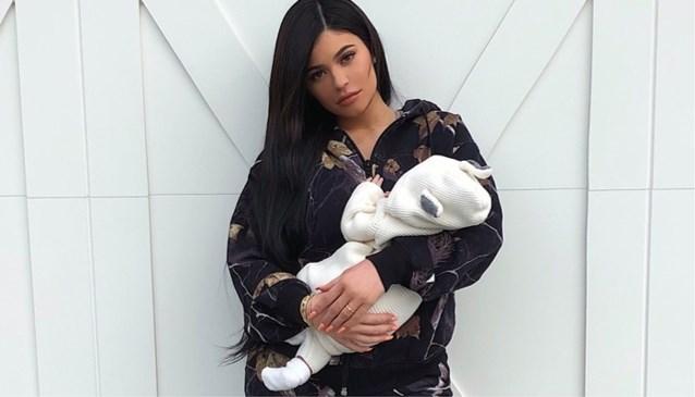 Dochtertje Kylie Jenner heeft eerste magazinecover beet