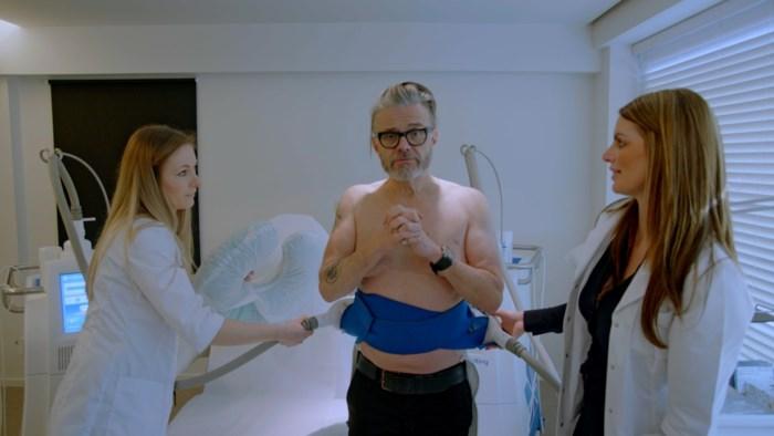 """Marcel Vanthilt (61) liet zijn biologische leeftijd dalen van 75 naar 59: """"Nu nog mijn borsten wegtrainen"""""""