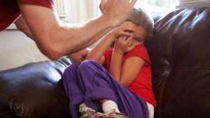 Je kind een tik geven: in 56 landen verboden, maar waarom niet bij ons? En hoeveel ouders doen het?