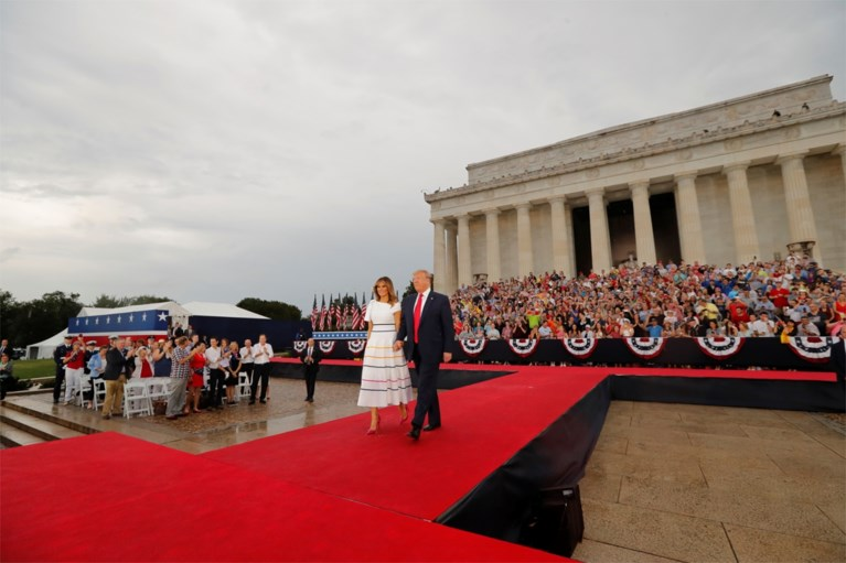 """God bless the military"": Trump viert Independence Day met militair machtsvertoon"