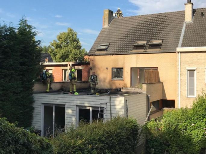 Slecht gedoofde sigaret zet terras in Brasschaat in lichterlaaie