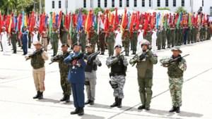 Confrontatie in Venezuela: Maduro houdt militaire parade, ook oppositie komt op straat