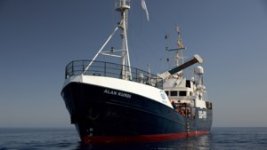 """Malta haalt 65 migranten van Duits reddingsschip, """"maar geen enkele migrant zal hier blijven"""""""