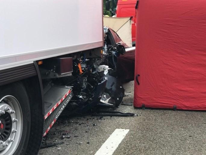 Dodelijk ongeval met vrachtwagen, verkeer op E313 muurvast richting Antwerpen