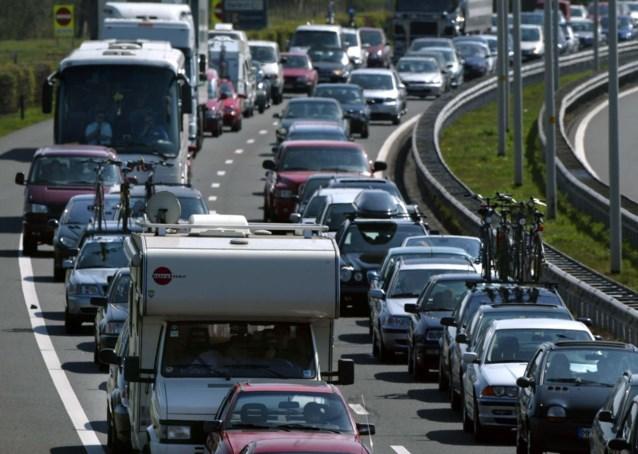 """Druk weekend op de weg verwacht door massale uittocht naar het zuiden: """"Code rood in grote delen van Europa"""""""