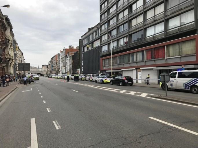 Politie schiet man dood na incident met steekwapen in appartementsgebouw in centrum van Antwerpen