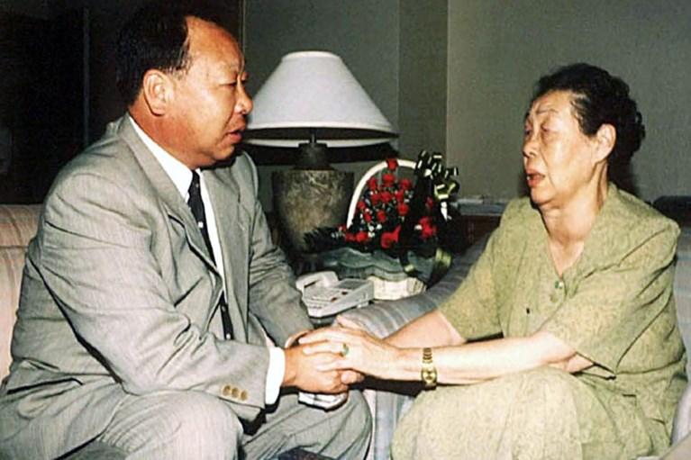 Zuid-Koreaan volgt na 30 jaar zijn ouders, en loopt over naar Noord-Korea