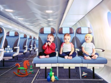 """Hoe hou je je kinderen rustig op het vliegtuig? """"Keer desnoods terug naar huis om die knuffel te halen"""""""
