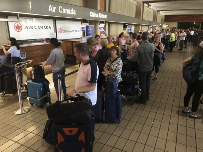 """Tientallen gewonden door turbulentie op vlucht van Air Canada: """"We botsten allemaal tegen het plafond"""""""