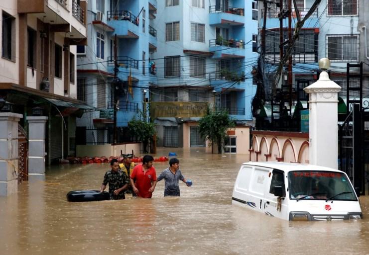 Aardverschuivingen, snelwegen beschadigd en overstromingen door hevige regenval in Nepal: zeker 17 doden