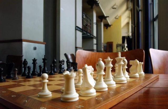 Schaakwereld davert op grondvesten: grootmeester betrapt op spieken op wc