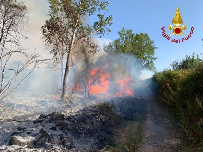 Zware bosbranden op Sardinië: meerdere stranden en hotels ontruimd