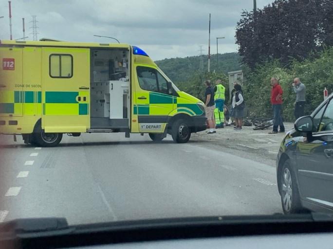 Autobestuurder (23) rijdt in op groepje fietsers: Pierre (55) sterft ter plaatse, ook vrouw betrokken bij ongeval