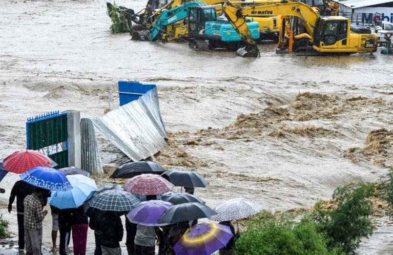 Dodentol door moessonregen in Nepal loopt op tot 65