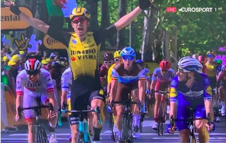 De Tour in 60 seconden: Van Aert wint sprint van veertig renners na waaierrit. Pinot, Fuglsang, Uran en Porte verliezen meer dan anderhalve minuut