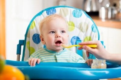 Er zit te veel suiker in kant-en-klare babyvoeding. Mogen we dan geen potjes meer geven aan kinderen?