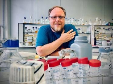 """Leuvense professor luidt alarmbel na infiltratie in antivaccinatiegroepen: """"Ze spelen met levens"""""""