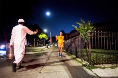 16 uur per dag lopen rond hetzelfde blokje, 52 dagen lang: acht atleten lopen 5.649 rondjes in New York