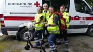 Rode Kruis koopt steps om ambulanciers op evenementen sneller ter plekke te krijgen
