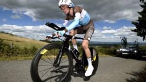 Opvallend: Romain Bardet wisselt straks van fiets na zestien kilometer
