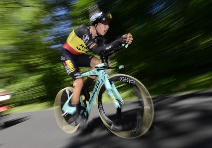 """Wout van Aert kent verdict na zware valpartij in Tour: """"Waarschijnlijk twee maanden langs de kant, maar hopelijk gaat het sneller"""""""