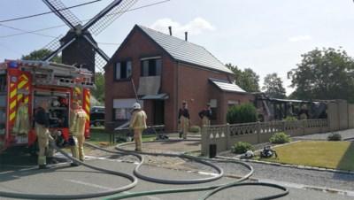 Brand woedt zo hevig dat huis van buren onbewoonbaar verklaard wordt