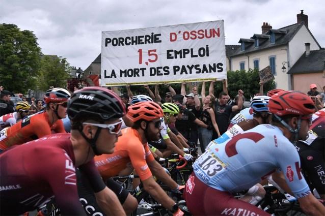 Protestactie doet veertiende etappe Tour de France met een kwartier vertraging vertrekken
