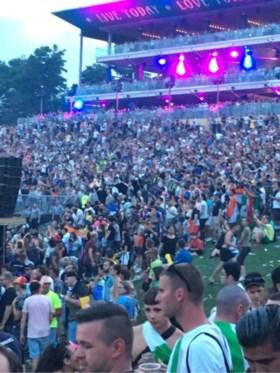 Al 30 festivalgangers Tomorrowland afgevoerd naar ziekenhuizen, één man (27) overleden