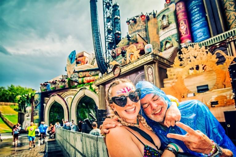 FOTO. Regen en hagel op Tomorrowland, maar feest gaat door