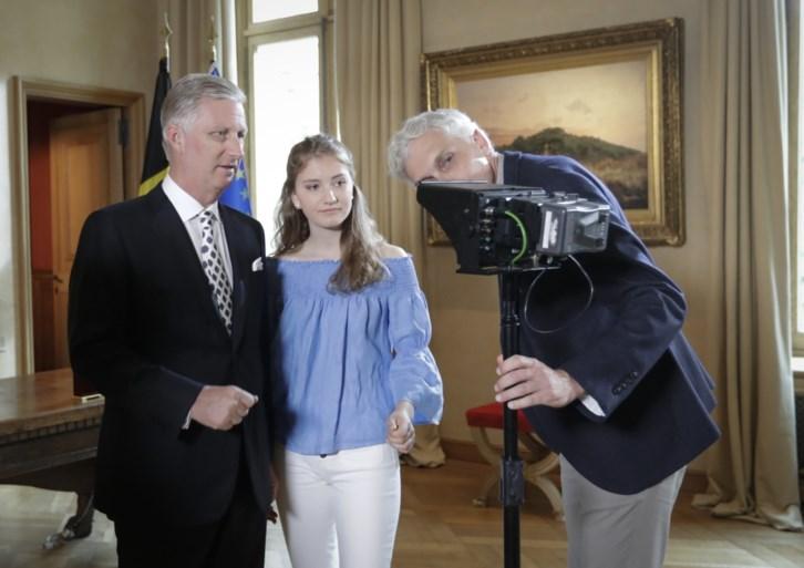 Kroonprinses volgt alles mee vanop de eerste rij: Elisabeth bij opnames tv-toespraak van koning Filip