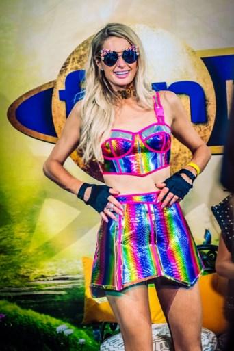Dan toch: Paris Hilton arriveert onverwacht op Tomorrowland