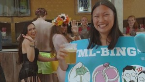 "Onze festivalreporter speelt 'Tomorrowland-bingo': ""Twee slapende Italianen, check"""