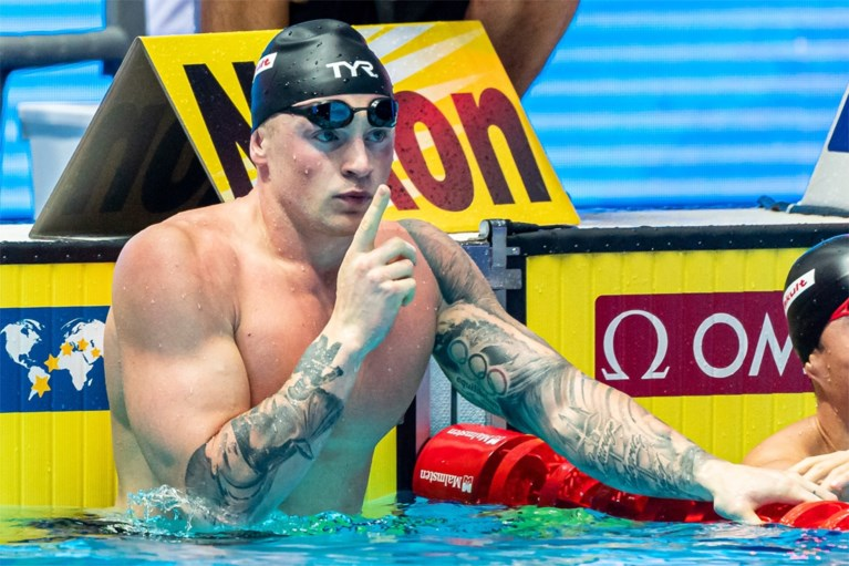 Spektakel op WK zwemmen: krachtpatser schrijft geschiedenis, <B>controversiële Chinees gecounterd op podium</B>
