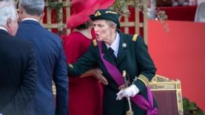 Furieuze prinses Astrid maakt ruzie met protocolchef tijdens défilé