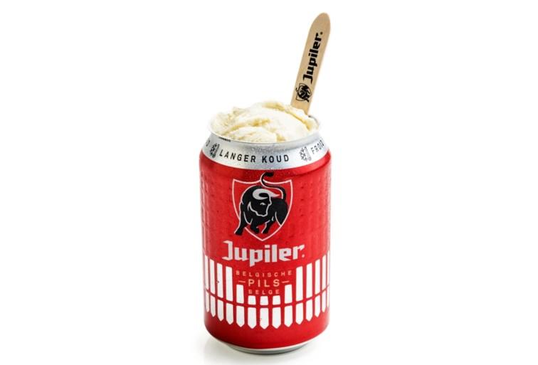 Jupiler deelt ijsjes met biersmaak uit op nationale feestdag