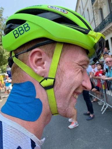 Het is ook tropisch warm in de Tour, renners zijn inventief om afkoeling te krijgen op de fiets